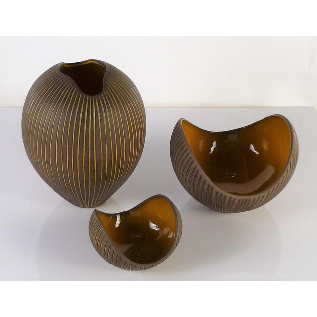 Contemporary Hjordis Oldfors, Set of 3 Modern Earthenware Kokos / Coconuts Vessels From Upsala-Ekeby, Sweden 1954 For Sale - Image 3 of 13