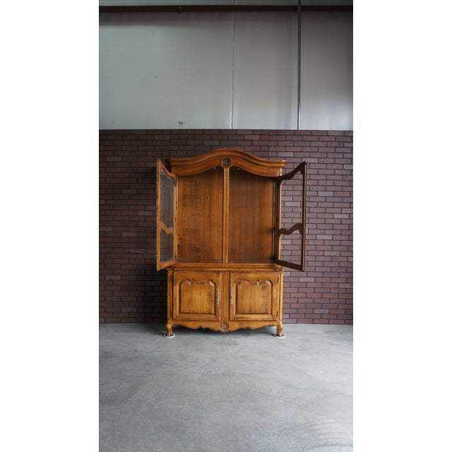 Ethan Allen French Country China Cabinet - Image 6 of 8