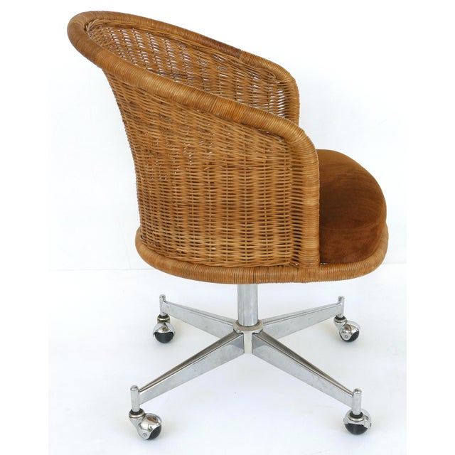Daystrom 1960s Mid-Century Modern Daystrom Rattan & Stainless Steel Swivel Chairs - Set of 6 For Sale - Image 4 of 13
