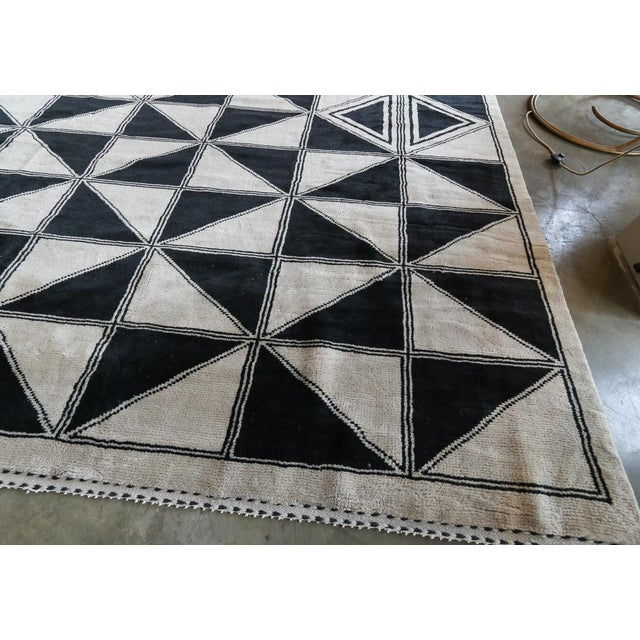 Moroccan Geometric Triangles Wool Rug - 9′ × 12′ For Sale In Los Angeles - Image 6 of 11