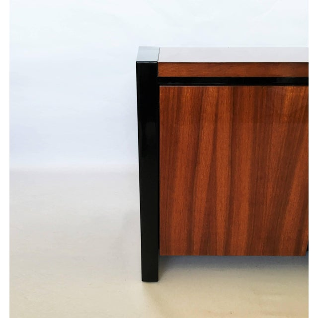Mid-Century Modern Henredon Koa Wood and Black Lacquer Nightstands or Side Tables - A Pair For Sale - Image 3 of 9