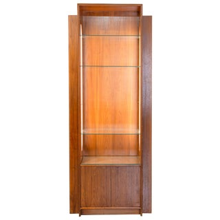 Mid-Century Collector's Skyscraper Design Display Cabinet With Side Illumination For Sale
