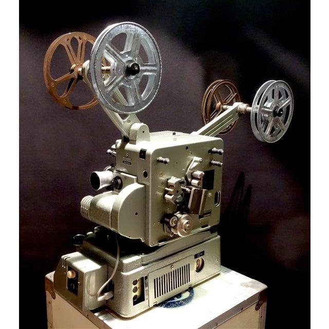 1950s Seimens Studio Movie Film Projector Circa 1958 Rare Original 'Berlin' Green For Sale - Image 5 of 11