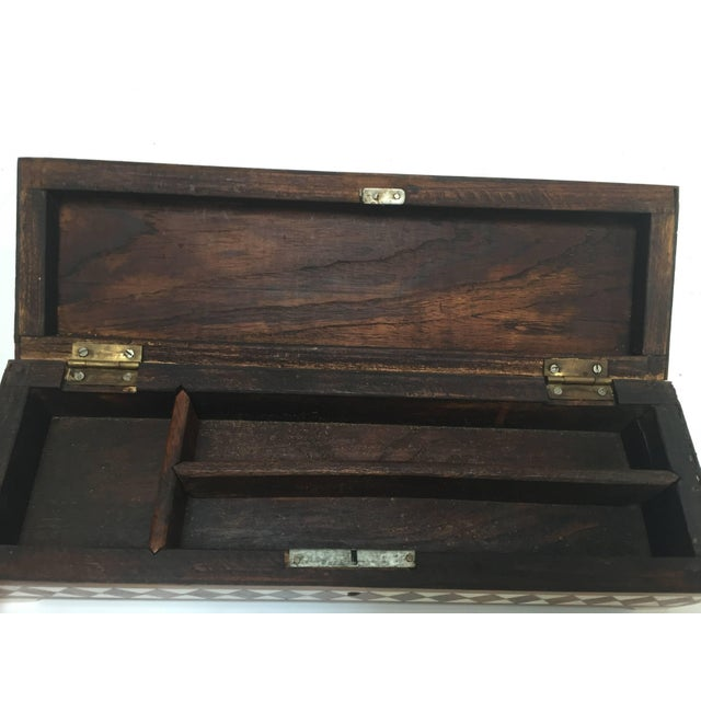 White Vizagapatam Anglo-Indian Rectangular Box Inlaid With Bone and Sandalwood For Sale - Image 8 of 10