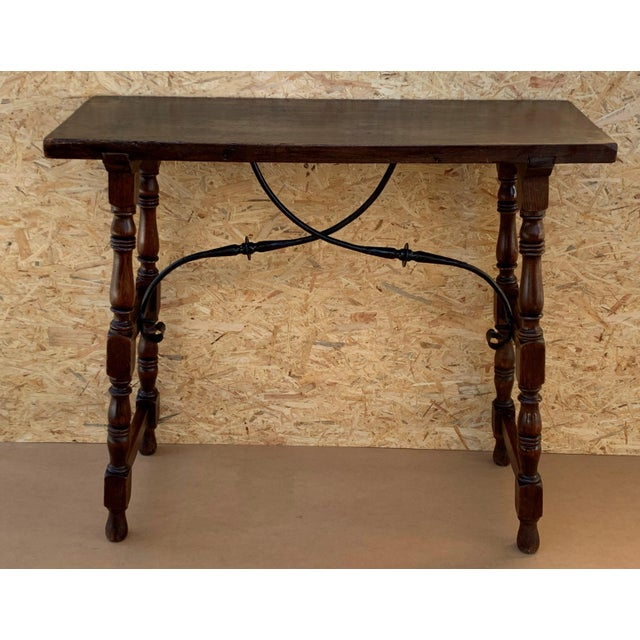 About 19th century Spanish console table with iron stretcher. Beautiful turned legs. Side table. Baroque completely...