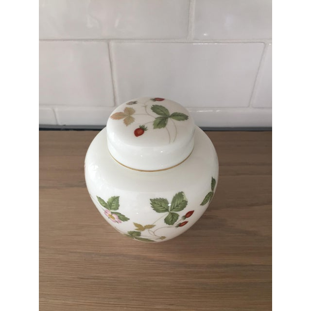 Sweet little spring time strawberry pattern ginger jar. Would be lovely on a bookshelf or in a girls room or nursery.