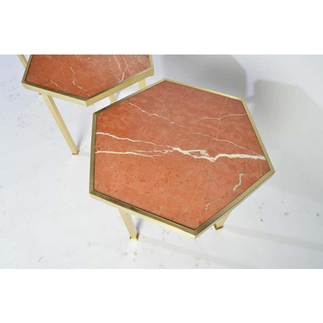 """Hollywood Regency Rojo Alicante Marble and Brass Occasional Tables by William """"Billy"""" Haines - Set of 6 For Sale - Image 3 of 11"""
