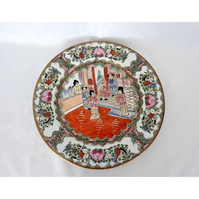 Chinoiserie Mid 20th. Century Qianlong Rose Medallion Porcelain Planter & Decorative Matching Plate For Sale - Image 3 of 8