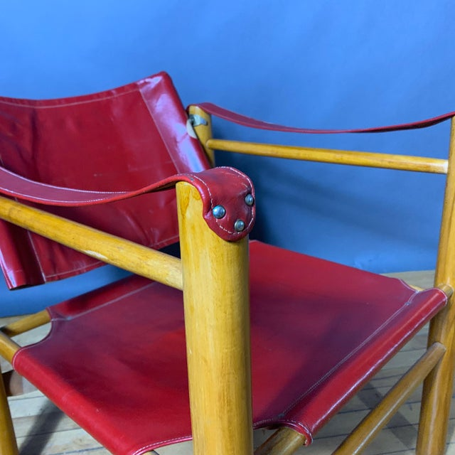 A classic from the 1930s Safari chair tradition of post and dowel construction. This example from the 1980s is a bright...