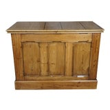 Image of Early 20th Century Antique English Yellow Pine Storage Trunk For Sale
