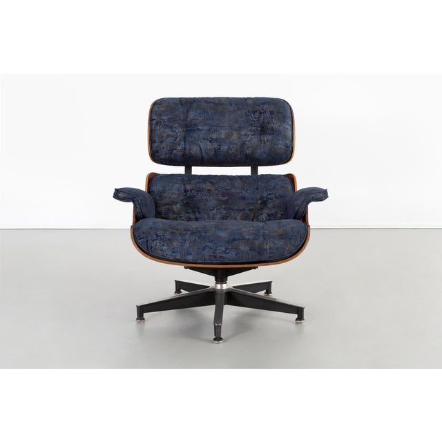 Mid-Century Modern Early Production Eames Rosewood Lounge Chair and Ottoman For Sale - Image 3 of 13