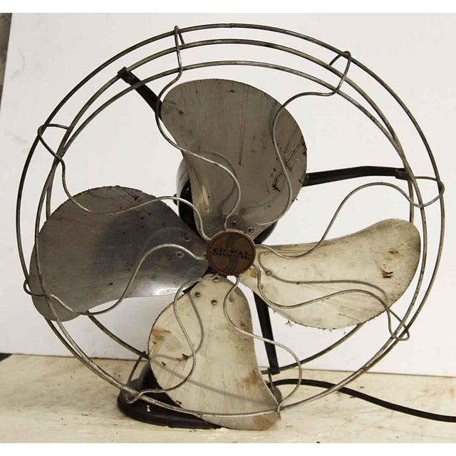 Great vintage fan made by Hunter Fan & Ventilating Company in Memphis, Tenn. It is in working condition.
