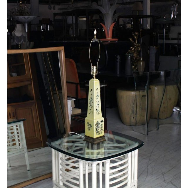 Very nice Mid-Century Modern obelisk shape ceramic decorated table lamp on brass base.