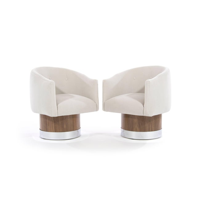 Mid-Century Modern Swivel Chairs on Walnut Bases by Milo Baughman For Sale - Image 4 of 9