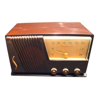 Silver Tone Circa 1950 Vintage Radio Offers a Wonderful Deco Look For Sale
