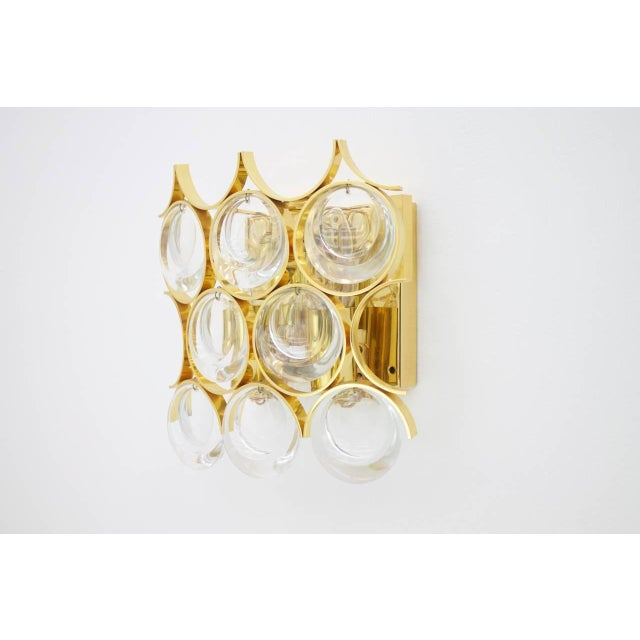 Single wall sconce, gilded brass and crystal glass, Palwa, 1960s. Very good condition. Worldwide shipping