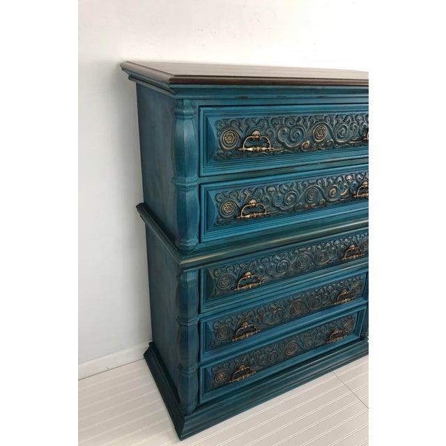 Vintage Bassett Five Drawer Ornate Dresser - Image 3 of 6