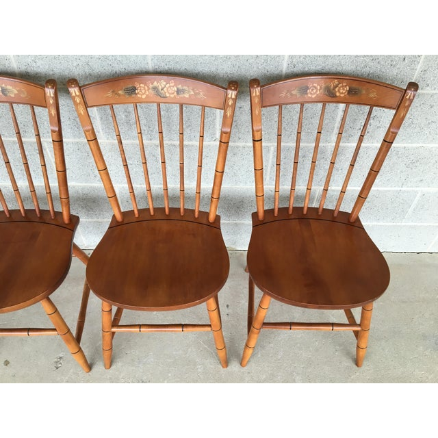 British Colonial L. Hitchcock Maple Harvest Windsor Side Chairs - Set of 4 For Sale - Image 3 of 9