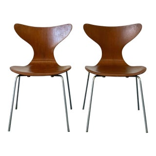 Early Arne Jacobsen Lily Chairs, Fritz Hansen, 1969 - a Pair For Sale