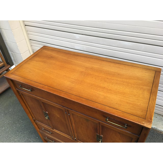 1960s Vintage Drexel Mid-Century Meridian Walnut Tall Chest 5 Drawer Dresser For Sale - Image 9 of 11