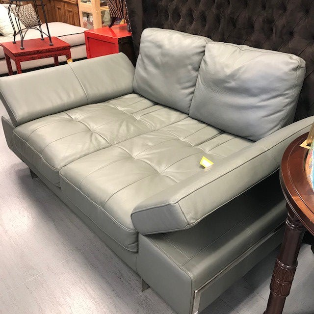 Great seating solution for a small space. This great little leather loveseat is comfort and convenience with adjustable...