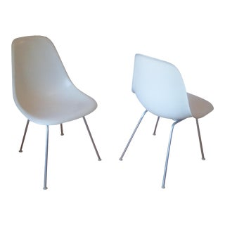 Herman Miller Mid-Century Modern White Fiberglass Chairs - a Pair For Sale