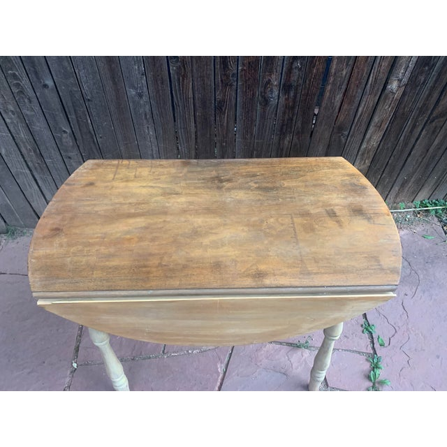 Wood Early American Light Yellow Stained Pine Drop Leaf Dining Table For Sale - Image 7 of 13