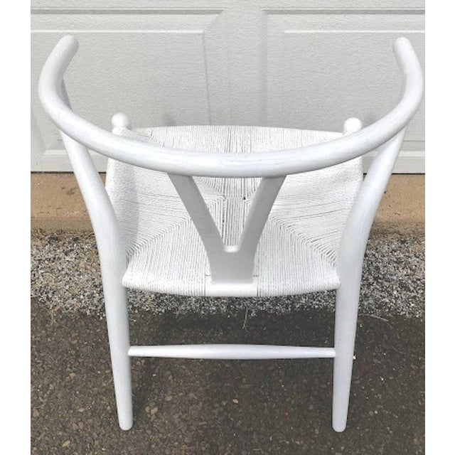 Hans Wegner Wishbone Chairs, CH24 in White - Set of 4 For Sale In Philadelphia - Image 6 of 8