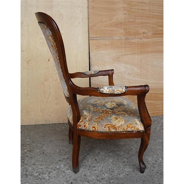 1960s Antique Elegant French Louis XV Style Original Floral Upholstery Walnut Armchair For Sale - Image 5 of 13