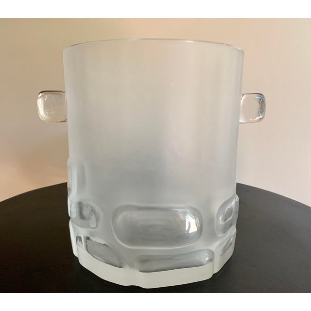 Antique Hand Blown Brutalist Glass Ice Bucket W/ Clear Relief Cut Cubical Band & Cube Handles For Sale - Image 11 of 11