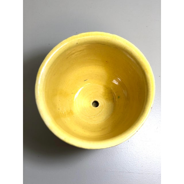"American McCoy Pottery 1940s - 1960s Small ""Yellow"" Mid-Century Flowerpot and Saucer For Sale - Image 3 of 6"