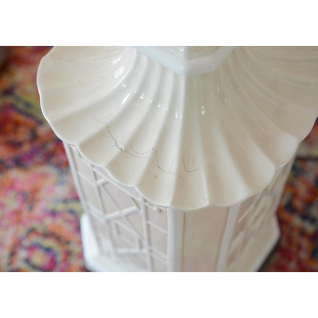 Asian White Frederick Cooper Chinoiserie Table Lamps With Scalloped White Shades For Sale - Image 3 of 11