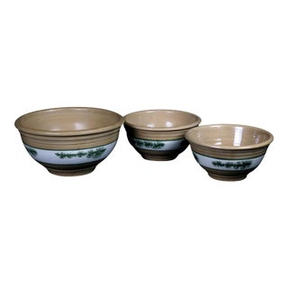 20th Century Seaweed Mocha Decorated Pottery Nested Mixing Bowls - Set of 3 For Sale