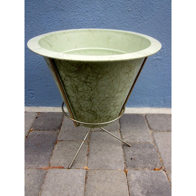 MCM Atomic Green Fiberglass Plant Pot and Stand - Image 3 of 11