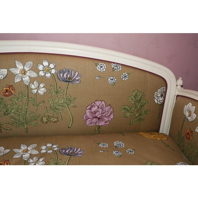 Traditional Modern Ornately Wood Carved Custom Botanical Print Upholstery Day Bed For Sale - Image 3 of 12