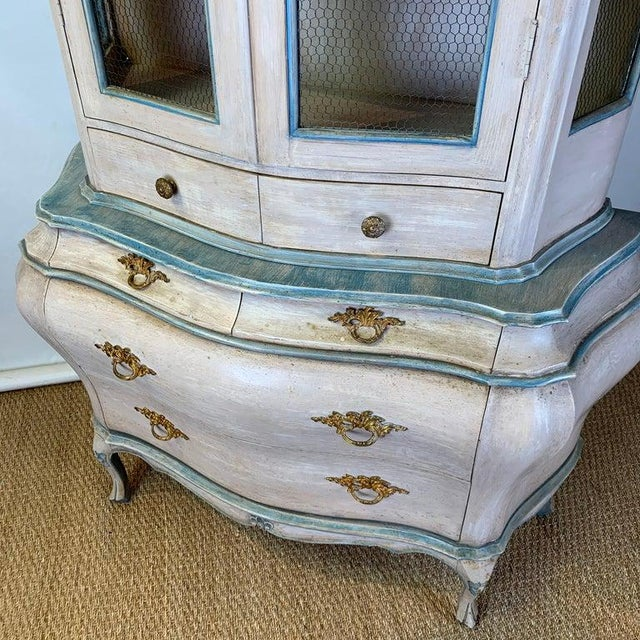 Mid 20th Century Venetian Style Bombe Vitrine For Sale In Richmond - Image 6 of 12