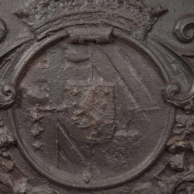 Dutch Armorial Fireback with Lion's Head Motif and Crest on Arch Top Panel For Sale - Image 4 of 5