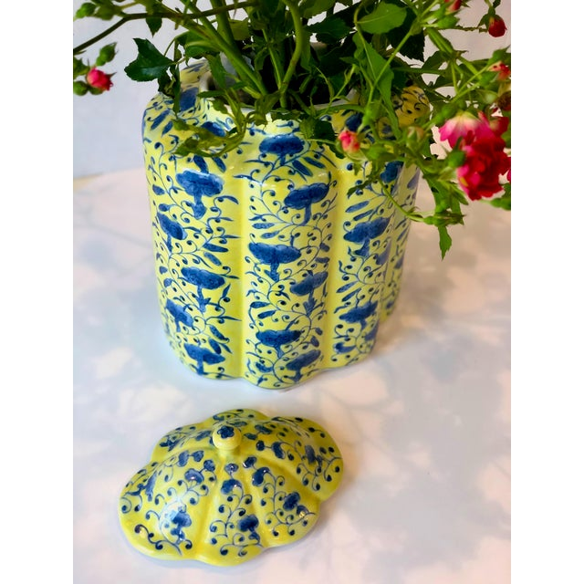 Chinoiserie Chinoiserie Urn in Yellow and Blue With Lid For Sale - Image 3 of 13