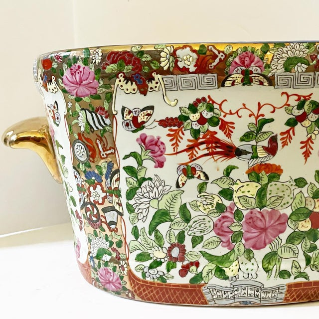 A gorgeous hand-painted Asian foot bath. This piece is just beautiful with so many fabulous details, roses, butterflies,...