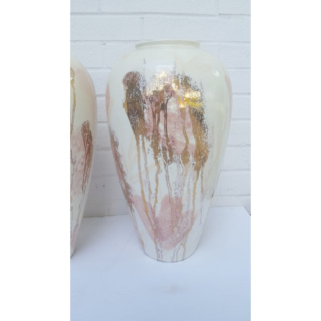 Mid 20th Century A Pair- Mid Century Vanguard Studios Pottery Abstract Liquid Gold and Pastel Pink Abstract Splatter Vases For Sale - Image 5 of 13