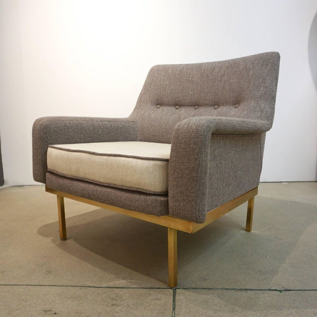Arflex 1970s Arflex Italian Brass Base Two-Tone Pepper Cream and Taupe Gray Armchair For Sale - Image 4 of 13