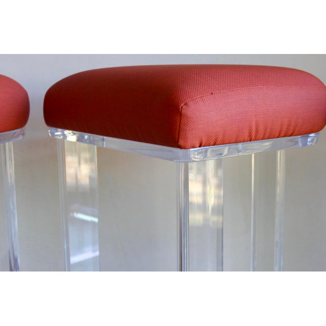 Hill Manufacturing Co. Mid Century Vintage Lucite Hill Manufacturing Counter Bar Stools-Set of 2 For Sale - Image 4 of 8