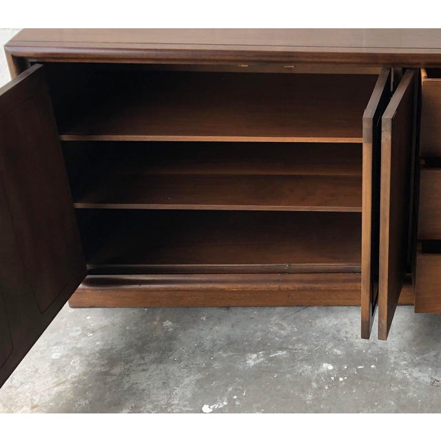 Vintage Mid Century Modern Sideboard Credenza by Broyhill Emphasis Collection For Sale - Image 10 of 13