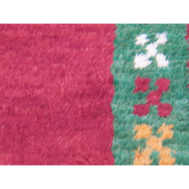 Red Tulu with Green Border For Sale In New York - Image 6 of 7