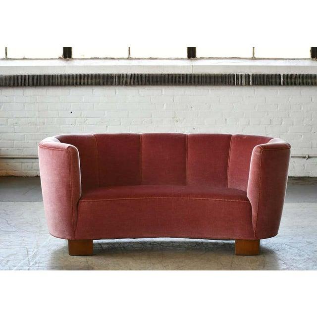 Mid-Century Modern Danish 1940s Boesen Style Banana Form Curved Sofa or Loveseat in Pink Velvet For Sale - Image 3 of 11