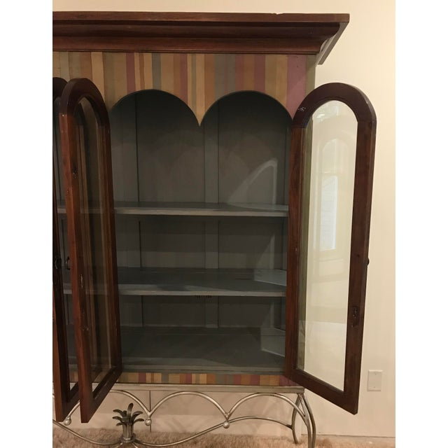 20th Century Traditional Guildmaster Mahogany Striped Curio/China Cabinet For Sale In Atlanta - Image 6 of 13