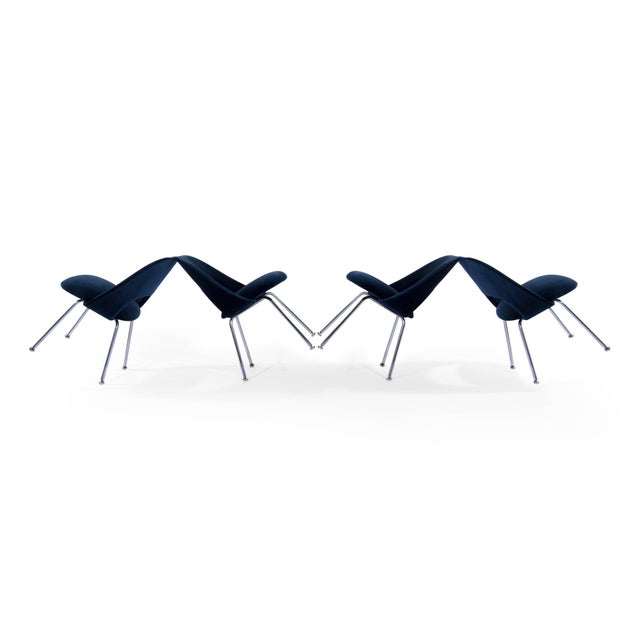 Mid-Century Modern Eero Saarinen for Florence Knoll Executive Navy Blue Velvet Side Chairs - Set of 4 For Sale - Image 3 of 10