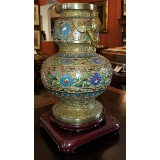Early 20th Century Large Oriental Champleve Cloisonne Urn on Stand For Sale - Image 5 of 13