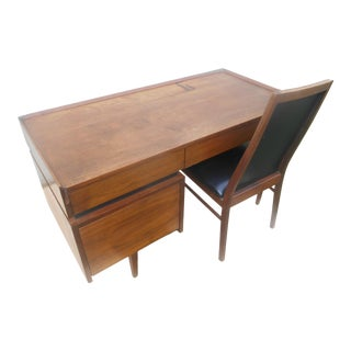 Mid-Century 1965 Dillingham Esprit Danish Modern Desk and Chair For Sale