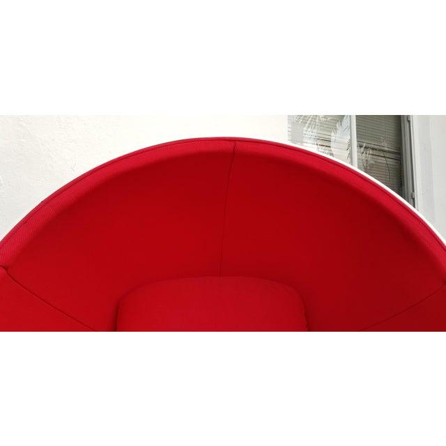 "1970s Vintage Eero Aarnio Style Fiberglass ""Ball"" Chair For Sale - Image 4 of 11"